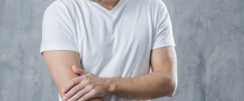 Dolori alle braccia: sintomi, cause e rimedi