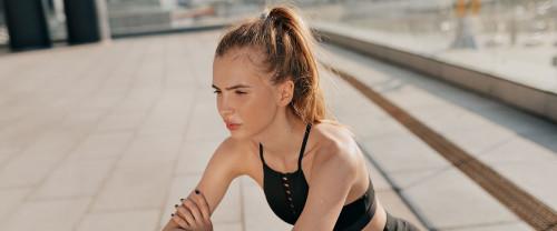 Quanti esercizi glutei con elastico conosci?