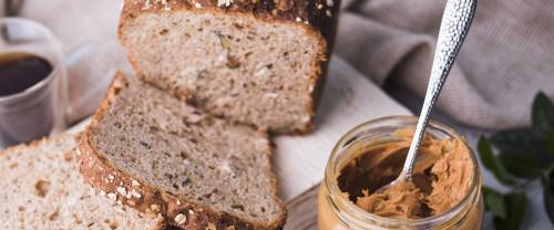 Burro di arachidi fatto in casa: benefici e procedimento