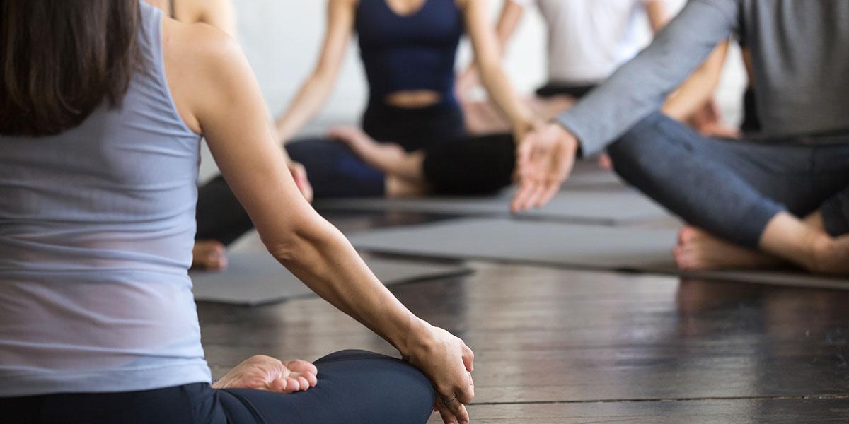 Come lo yoga in azienda migliora la produttività