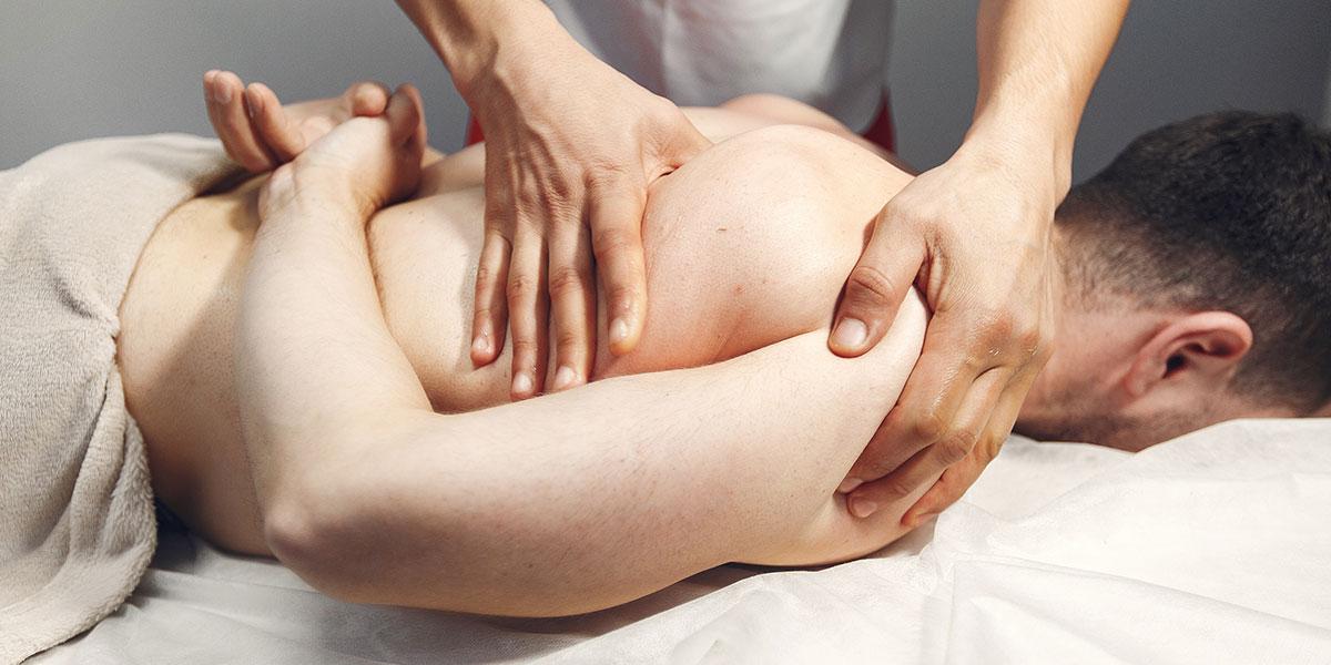 Persona che riceve un massaggio shiatsu