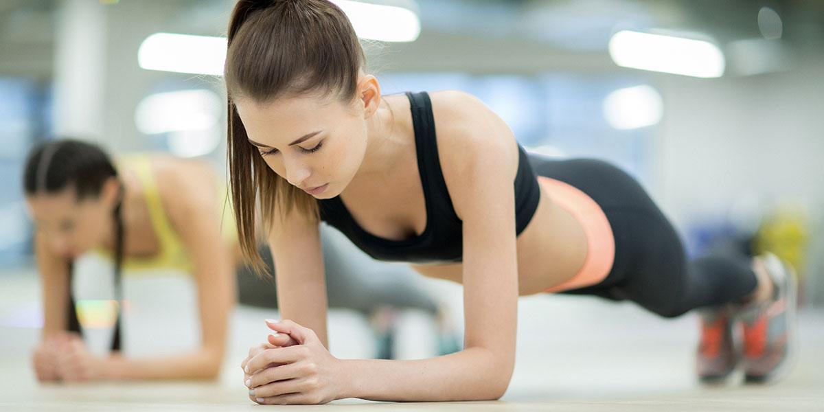 esercizi addominali donne, plank