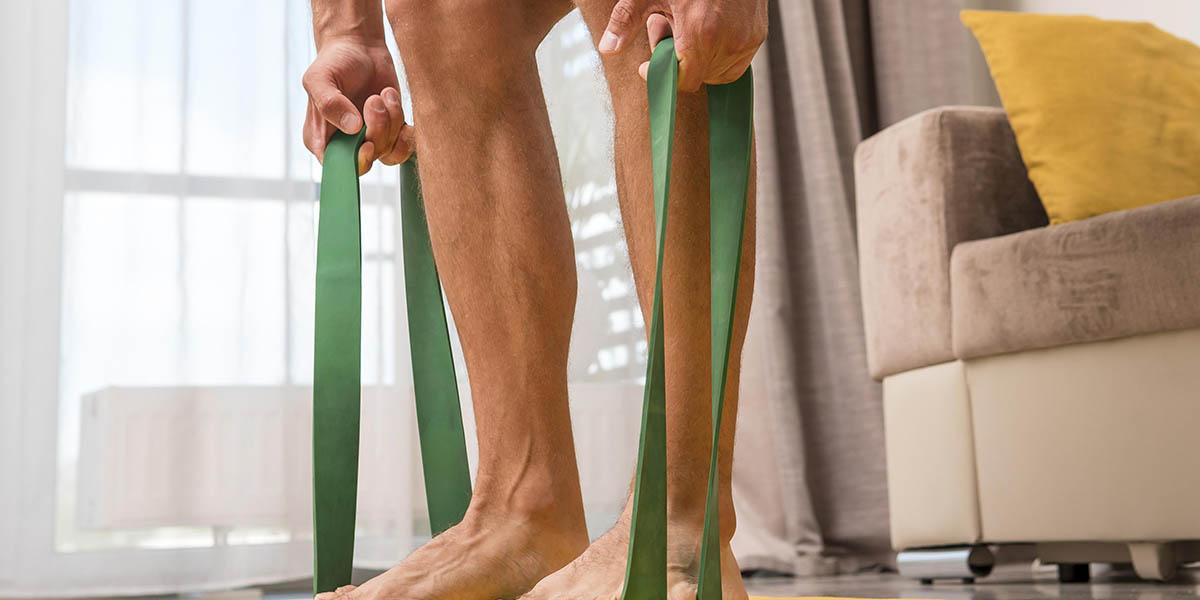esercizi con elastici uomo